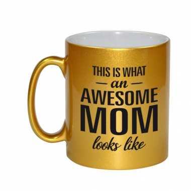 Awesome mom cadeau mok / beker goud voor moederdag 330 ml