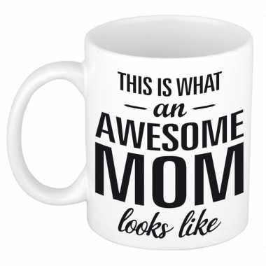 Awesome mom cadeau mok / beker voor moederdag 300 ml