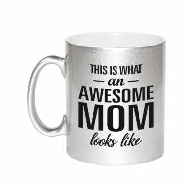 Awesome mom cadeau mok / beker zilver voor moederdag 330 ml