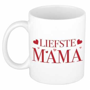 Liefste mama kado mok / beker met rode tekst en hartjes voor moederdag / verjaardag