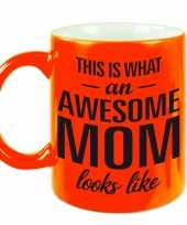 Awesome mom cadeau mok beker neon oranje voor moederdag 330 ml